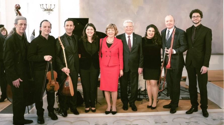 ABSCHIEDSVERANSTALTUNG: Joachim Gauck umrahmt vom Ensemble Olivinn